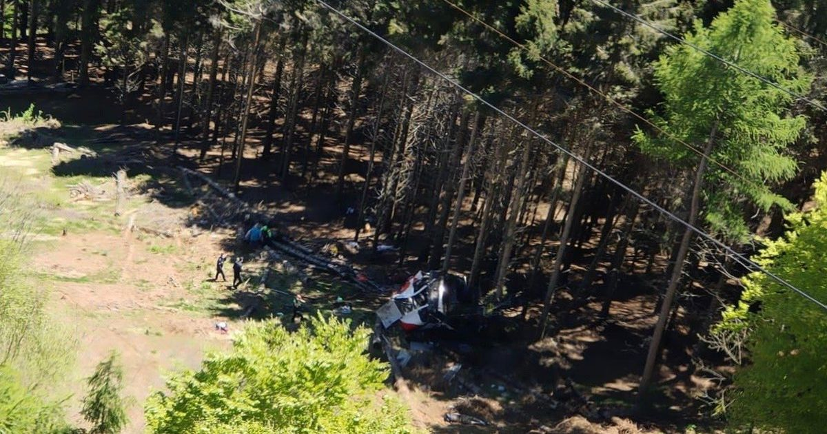 Cable car crashes to ground killing 'at least eight' on Italian mountain