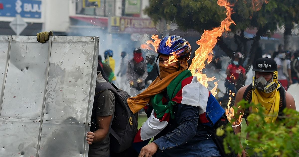 Protestors hit by Molotov cocktails in violent Colombia riots with 800 injured