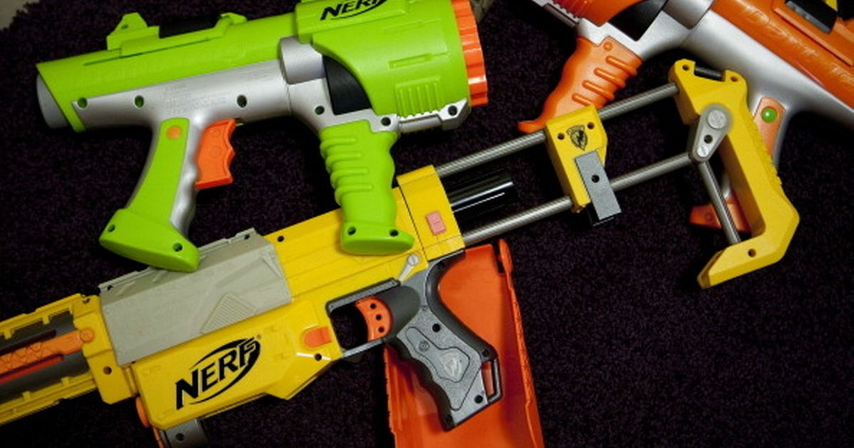 'Naked Nerf gun battles' trigger police warnings as students urged to cover up