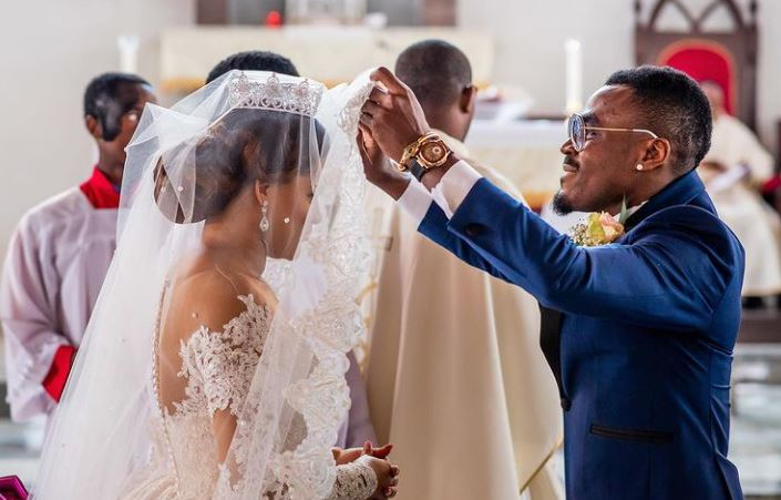 Footballer Emmanuel Emenike And Wife, Iheoma Nnadi Celebrate 4th Wedding Anniversary