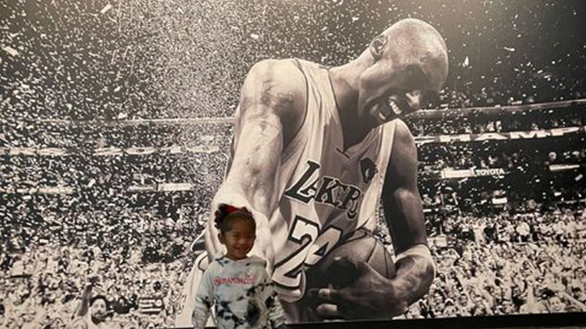 Kobe Bryant's Wife, Daughters Visit Hall Of Fame Exhibit, 'Love You Always'