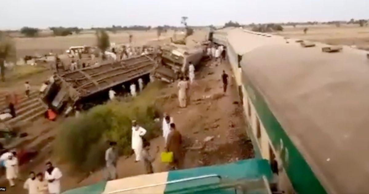 Two trains collide in Pakistan leaving '25 passengers dead'