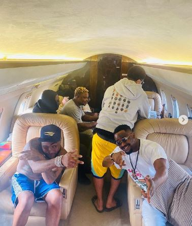 Davido Flies Private Jet As He Storms Zubby Michael's House In Asaba To Celebrate With Him (Video)