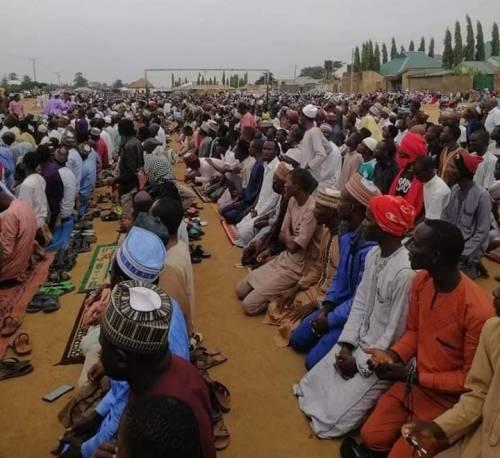 Zaria Residents Organise Prayer Session Against Kidnapping, Banditry, Slaughter 2 Rams As Sacrifice