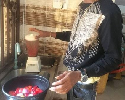 Nigerian Man Blasts Deadbeat Fathers As He Dedicates Pot Of Turkey Sauce To His Mother On Father's Day