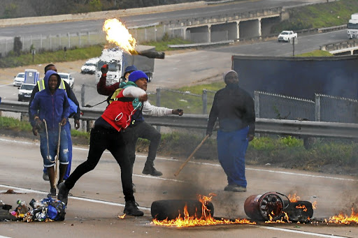 #ShutdownSA   South Africa Under Lockdown As Riots Continue : Footage