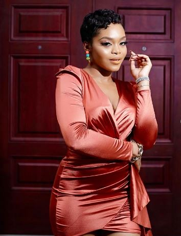 Reality TV Star Lilo Spoils Showers Sister With Dollar Notes On Her Birthday (Video)