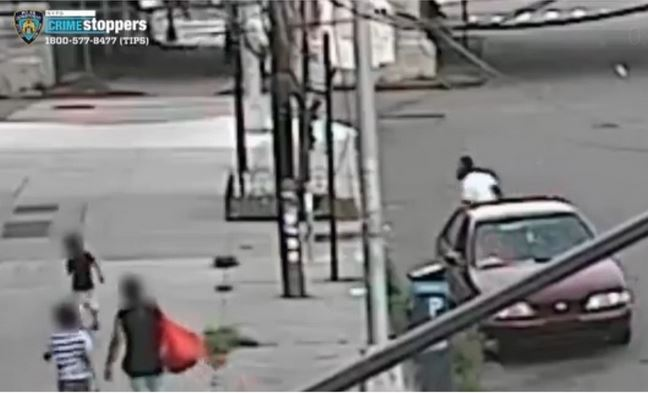 Wow! See How A Brave Mom Rescued Her 5-Year-Old Boy From Broad Daylight Kidnapping (Video)