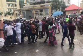 Video Of IPOB Members Demanding The Release Of Nnamdi Kanu At The Federal High Court In Abuja