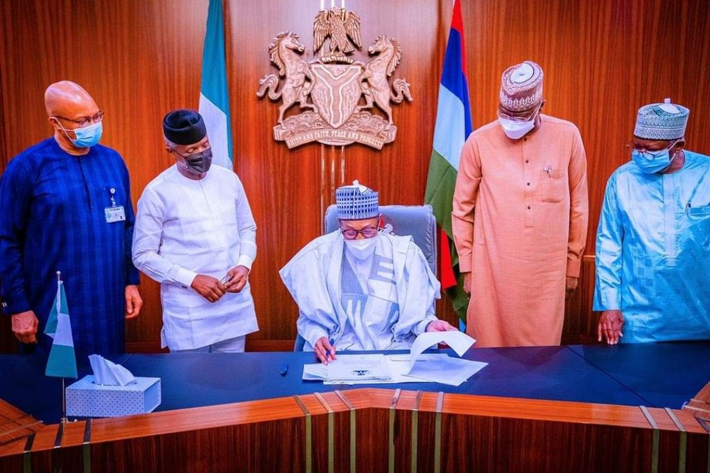 Buhari Signs N982b Supplementary Budget for 2021, Hails National Assembly